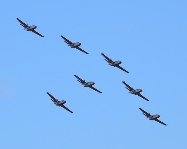 zespol akrobacyjny polskich sil powietrznych bialo-czerwone isry