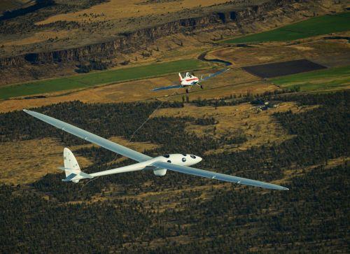 Perlan 2 separates from towplane during first flight 02