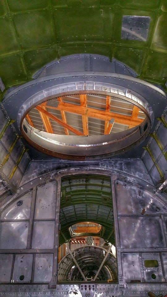 Wnętrze kadłuba - gniazdo górnej wieżyczki - autor Grzegorz Papierz
