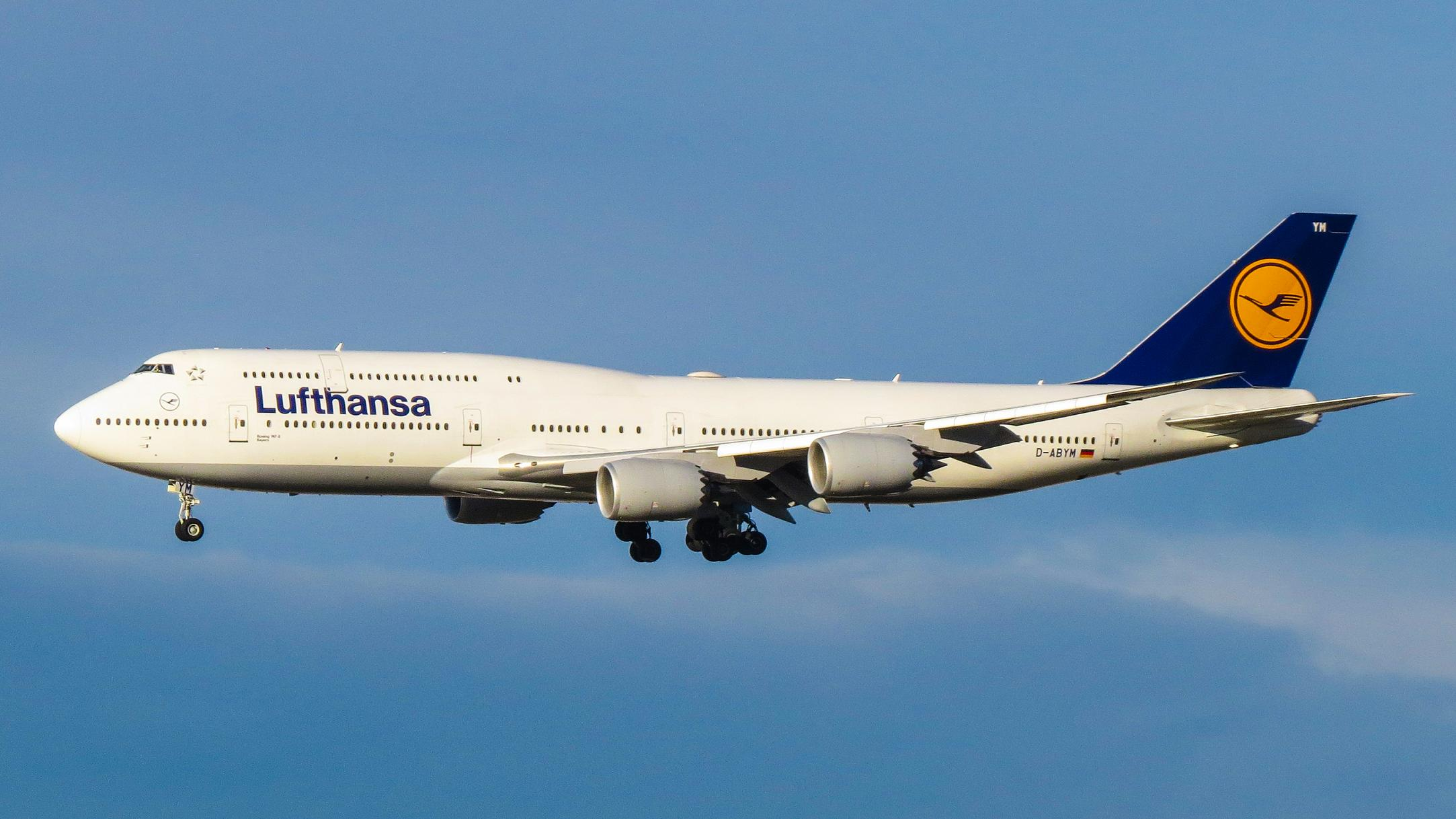 Lufthansa Boeing 747-8 16278574162