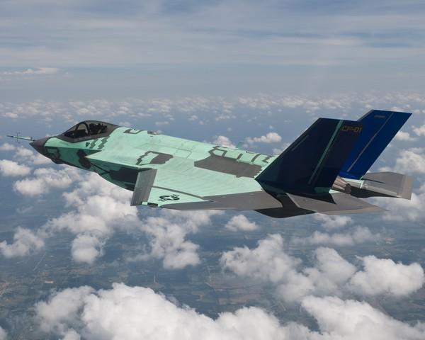 CF-1_First_Flight_Photo_2