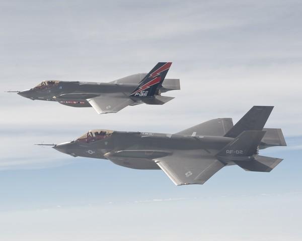 F-35_AF-1_and_AF-2