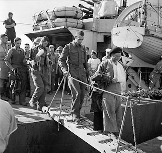 636px-Wounded_British_troops_disembarking